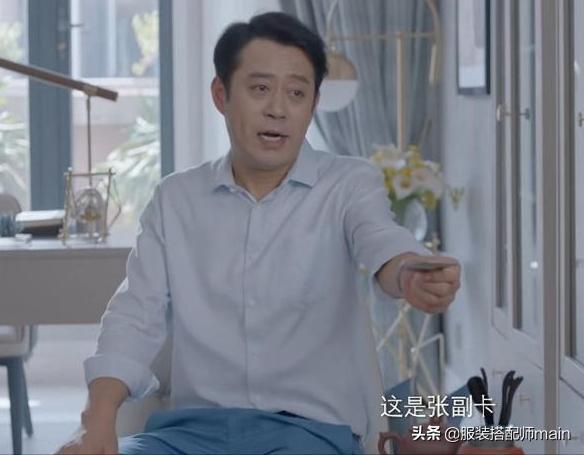 刘军出生时是一名电工,29岁时开始了他的职业生涯,并与赵丽英一起工作。流行剧《乔的父亲